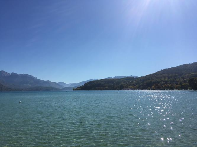 ACTIVITY BREAK AT LAKE ANNECY
